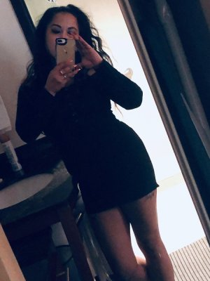 Sohela sex dating in Chanhassen Minnesota, milf outcall escort